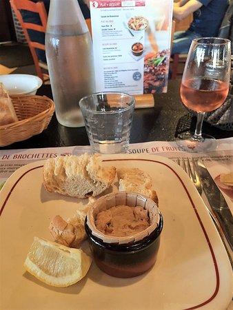 Grill Courtepaille: Les rillettes de thon sont bonnes mais les toasts médiocres et peu présentables