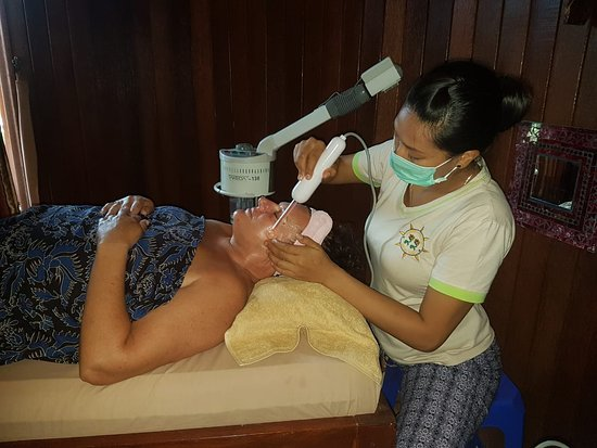 Two Angel Lembongan Spa: Facial time for beauti woman