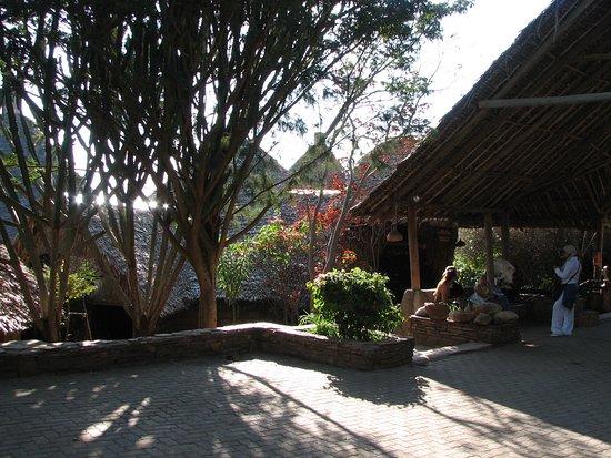Mara Sopa Lodge: Salottino all' aperto