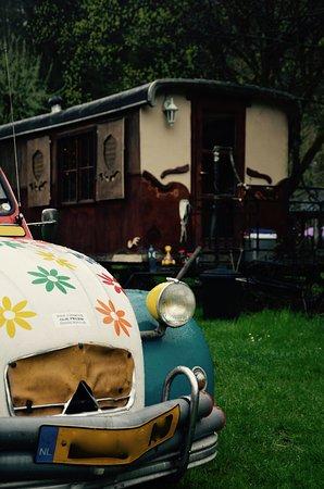 """Retro-Camping Champ le Monde: la roulotte """"Lily-rose"""""""
