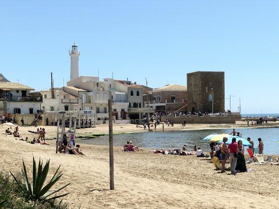 Borgata a Mare: la spiaggia davanti alla casa di Montalbano