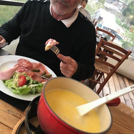 L'EDELWEISS - Hotel-Restaurant: Dîner en terrasse, une bonne fondue trèes digeste.