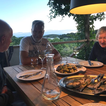 Sveti Klement Island, Kroatien: Superb restaurant in stunning surroundings with great food and nice people.