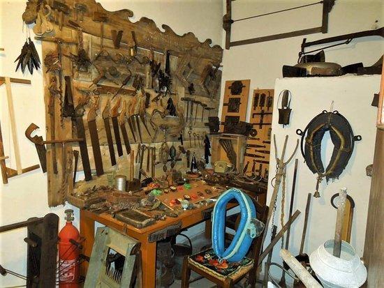 Λαογραφικό Μουσείο Lαϊκής Tεχνης Φλώριου Χωριανοπούλου: CARPENDER