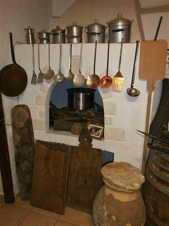 Λαογραφικό Μουσείο Lαϊκής Tεχνης Φλώριου Χωριανοπούλου: OLD KITCHEN