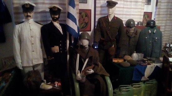 Λαογραφικό Μουσείο Lαϊκής Tεχνης Φλώριου Χωριανοπούλου: WAR UNIFORMS