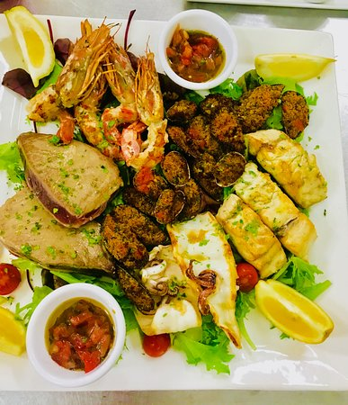 Baia Beach Club: Mixed grilled fish platter for 2