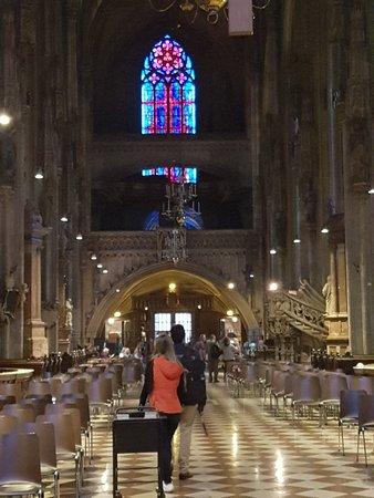Catedral de Santo Estêvão: 20180511_202536_large.jpg