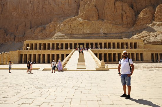 Overnight Trip to Luxor Highlights from Hurghada: Храм Хачепсут