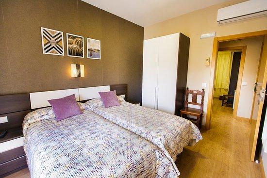 Hospederia Castilla Plaza Mayor: Habitación Triple con balcón (zona dos camas)