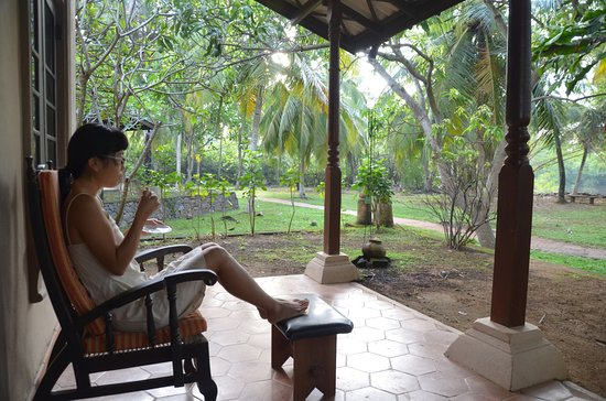 Ging Oya Lodge: Enjoying a cup of tea on our deck
