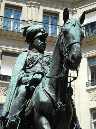 La statue d'Edouard VII: Détail de la sculpture