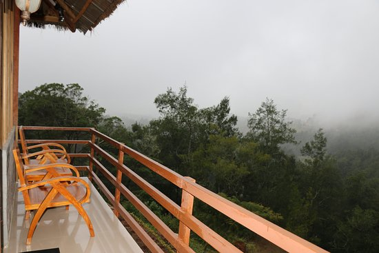 Maubisse, Восточный Тимор: Outside misty view from Green villa