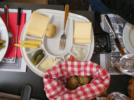 Restaurant Swiss Chuchi: Raclette condiments and potatos