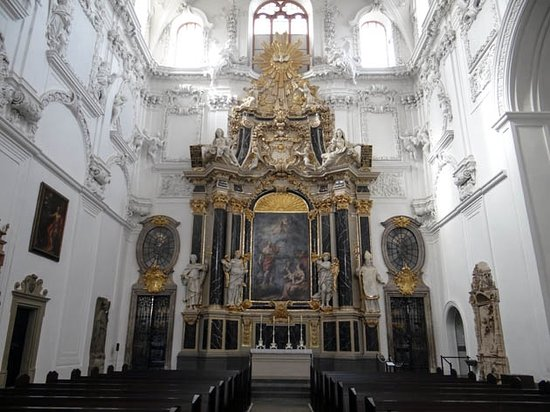 St. Kilian Cathedral: the altar