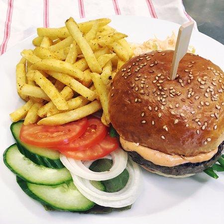 Oberdorf, Suiza: Neu auf der Frühlingskarte: Hamburger vom Schweizer Weiderind