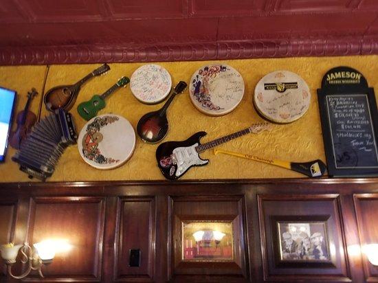 Kitty Hoynes Irish Pub & Restaurant: Atmosphere