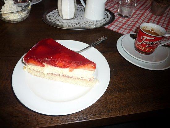 Brohl-Luetzing, เยอรมนี: Erdbeertorte
