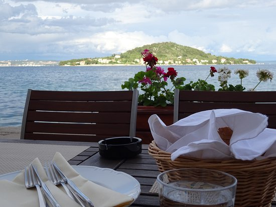 Preko, Croacia: View from the front of restaurant
