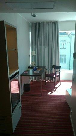 Park Inn by Radisson Meriton Conference & Spa Hotel Tallinn: View to working desk
