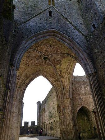 Blarney Castle Day Trip from Dublin: Rock of Cashel