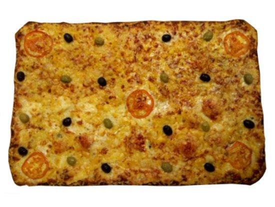 Lisle-sur-Tarn, Γαλλία: Voici nos plaques pizza,faite sur place, elles pourront satisfaire vos apéritifs ou autre récept