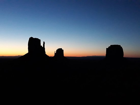 Grand Canyon, Monument Valley, and Zion 3-Day Tour from Las Vegas: Monument Valey by Night
