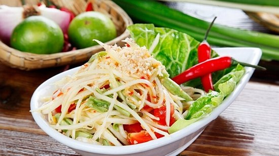 Pully, Ελβετία: Salade épicée à la papaye verte