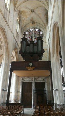 Eglise Saint Jacques le majeur et Saint Christophe: Orgue n°2 et les vitraux de la rosace