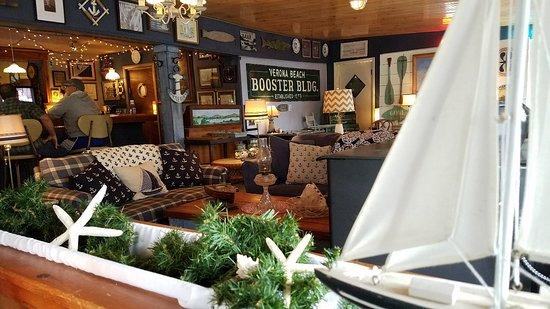 Verona Beach, Estado de Nueva York: Great nautical themed restaurant! We've been passing by this little restaurant for years. Our mi