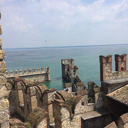Castello Scaligero: Spettacolo sia la rocca sia la vista