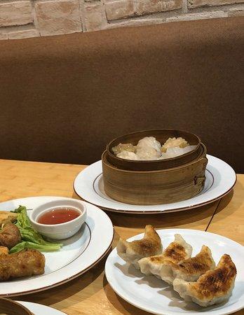 Dumpling Assortment Picture Of La Maison Du Dim Sum Paris Tripadvisor
