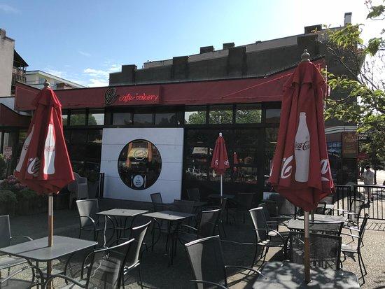 Qv Cafe & Bakery: Het restaurant op de hoek van Government en Fishgard