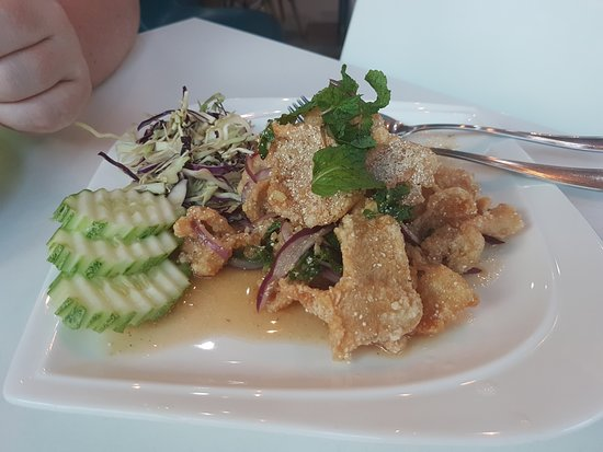 Sabaijai Cafe: жаренная куринная кожа (вот она точно на любителя)