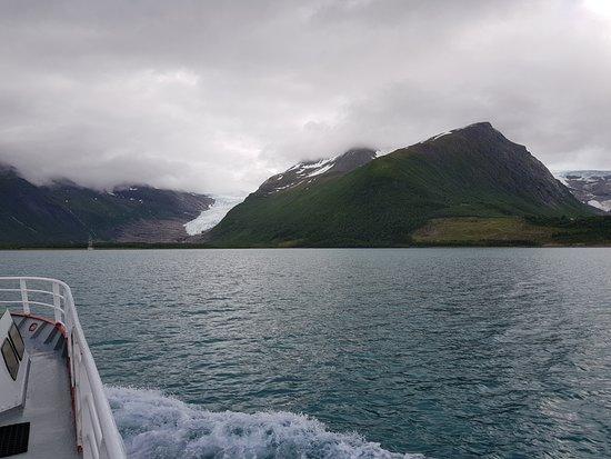 Meløy kommune, Norge: På vei over fjorden