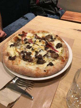 """Araldo Arte del Gusto: Pizza """"Pancetta e Funghi""""."""