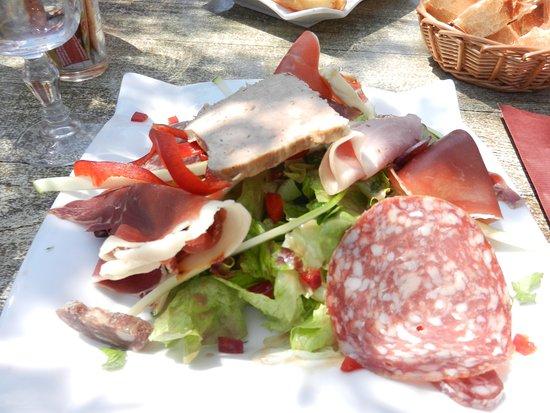 Saint-Rome-de-Tarn, Francja: salade et charcuterie