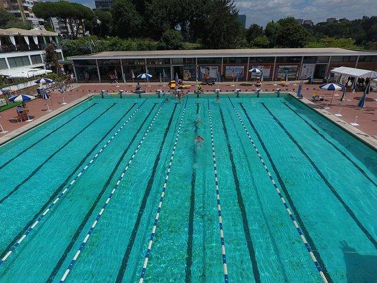 La piscina delle rose immersa nel verde del parco centrale dell 39 eur che meraviglia al laghett - Piscina eur roma ...
