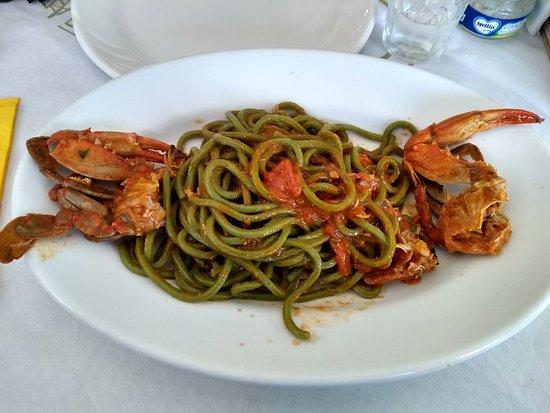 Maremosso: Spaghettoni verdi al granchio
