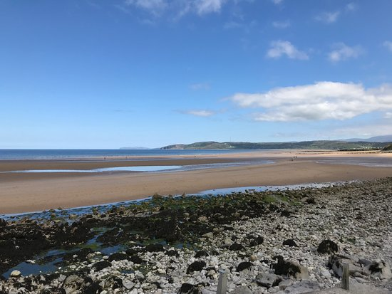 Benllech, UK: View from the beach, 20 yards away from the guesthouse.