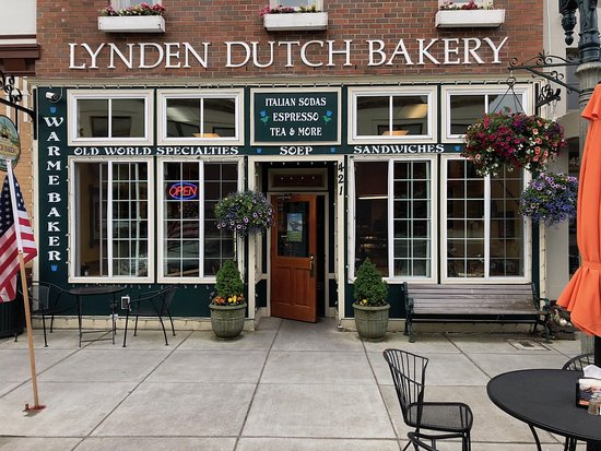 Lynden Dutch Bakery: storefront and outdoor tables