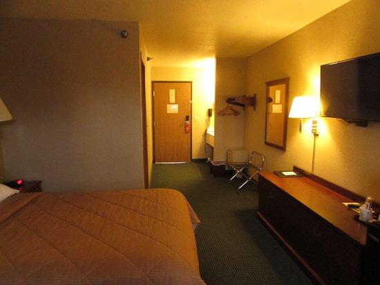 Platte City, MO: Room