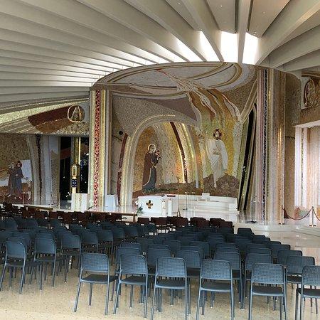 Santuario Madonna di Lourdes del Beato Claudio Φωτογραφία