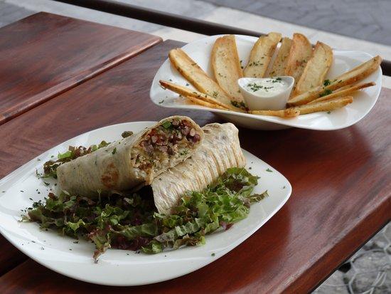 Tacobar Escazu: Burrito con papas