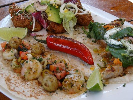 Tacobar Escazu: 3 Tacos con jalepeño y papitas