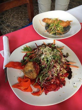taqueria los Abuelos: Salad and fish taco
