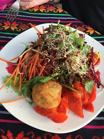 taqueria los Abuelos: Salad with fried goat cheese