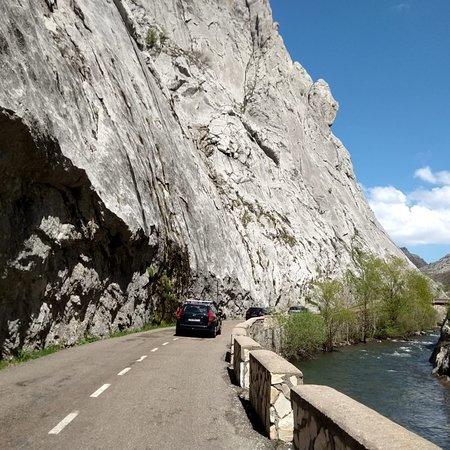 Valporquero de Torio, إسبانيا: De camino a la cueva. Hoces de Vegacervera