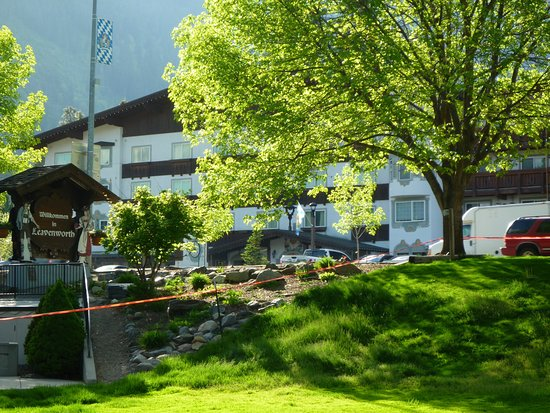 Bavarian Lodge: View of lodge from main street in Leavenworth