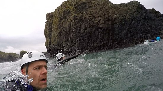 Coasteering Morning Trip in Ballintoy: Swimming to jump of the rock